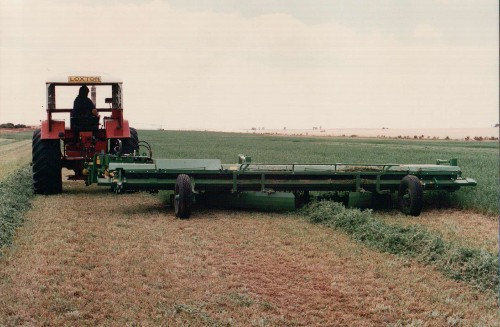 Loxton Engineering 5.4m (18') cut machine - windrowing Lucerne