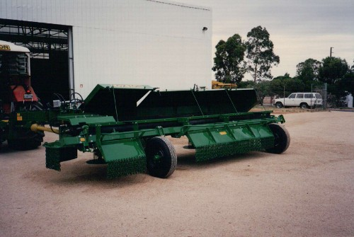 Loxton Model 6 5.4m (18') With extra guards and chain for Airfield
